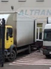 Выгрузка офисной мебели с грузовиков